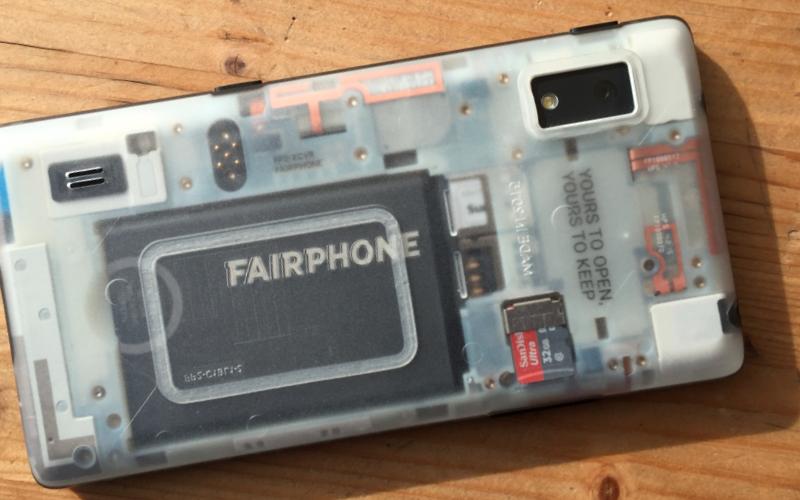 Das Fairphone mit transparenter Rückseite. Gibt es auch anders.